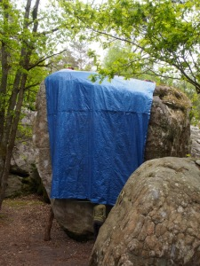 The blue tarp. hiding Attention Chef d'Œuvre.