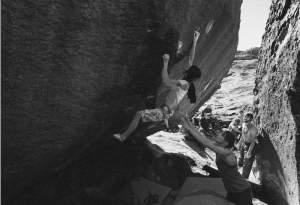 Ashima Shiraishi attempting the crux on Tierre de Sienne.